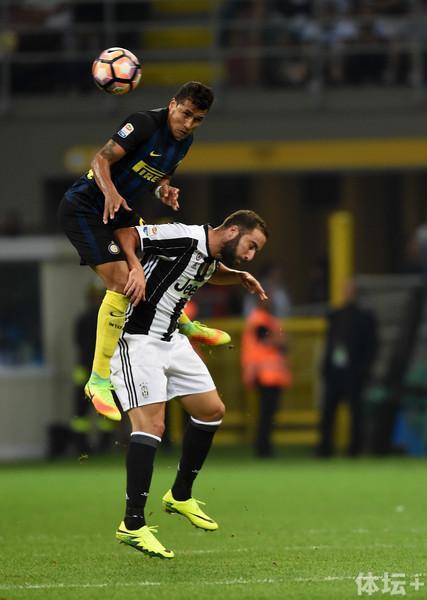 FC+Internazionale+v+Juventus+FC+Serie+pY3iqnmKNvgl.jpg