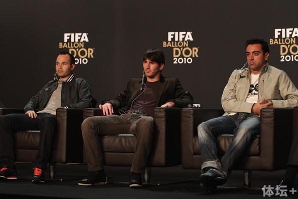 Lionel+Messi+Xavi+FIFA+Ballon+Gala+2010+KQW73XZJpSll.jpg