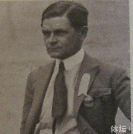 425px-Vittorio_Pozzo_1920_year_副本.jpg