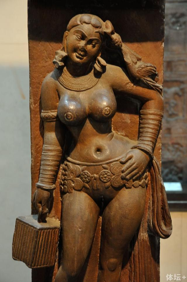 Yakshi_-_Railing_Pillar_-_2nd_Century_CE_-_Sand_Stone_-_Mathura_-_Indian_Museum_-_Kolkata_2012-11-16_1962.jpg