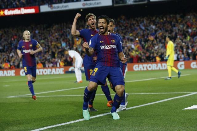 4BECE3FD00000578-5697379-Suarez_celebrates_scoring_the_Barcelona_opener_as_his_side_aimed-a-1_1525641937449.jpg