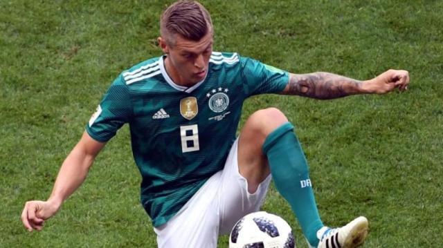 Behaelt-das-DFB-Trikot-an-Toni-Kroos.jpg