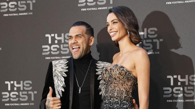 61563705-dani-alves-joana-sanz-fifa-the-best.jpg