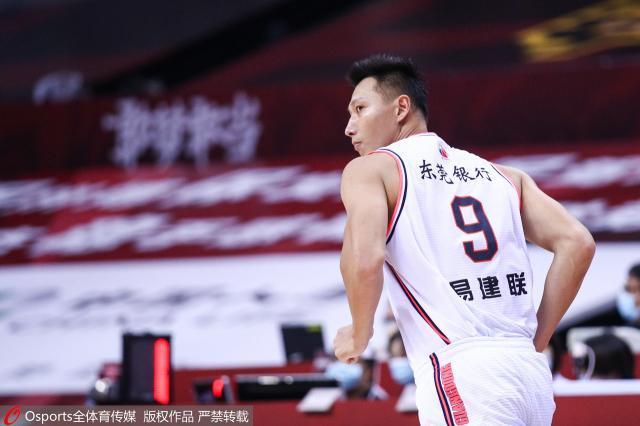 【聚焦】十冠登峰!广东男篮传奇赛季永载史册