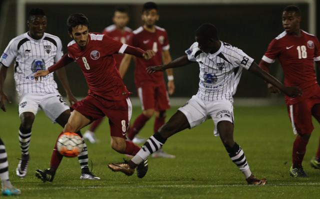 卡塔尔队在与欧本队的热身赛中.jpg