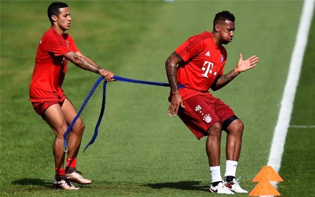 FC+Bayern+Muenchen+Doha+Training+Camp+Day+reMPQWKb7uzx_副本.jpg
