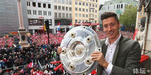 Robert+Lewandowski+FC+Bayern+Muenchen+Celebrate+DXmcwGsS0Zpl_副本.jpg