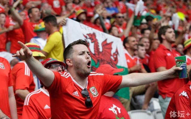Wales fan1.jpg