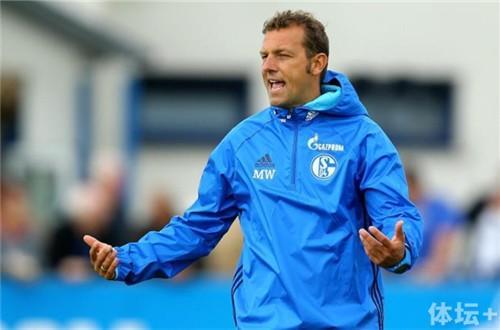 Schalke-04-Training-Session_副本.jpg