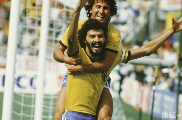 1982 Socrates and Zico.jpg
