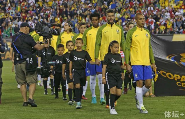米兰达是百年美洲杯上的队长.jpeg