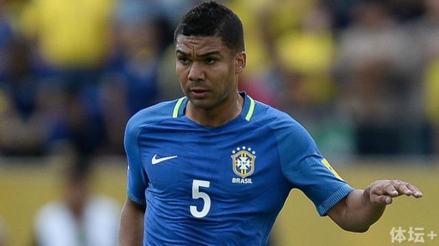 1472845363_811_Casemiro-and-Marcelo-return-Jesus-stars-Five-lessons-from-Ecuador-0-3-Brazil_副本.jpg
