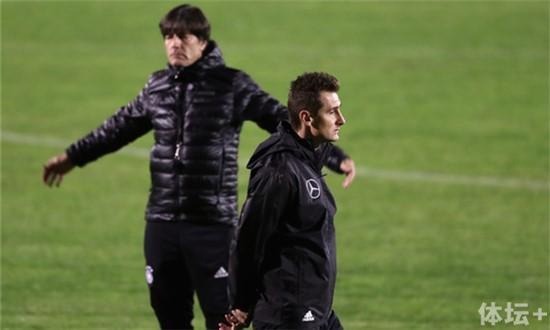 Miroslav+Klose+Germany+Training+Press+Conference+TWUioCmK9mpl_副本.jpg