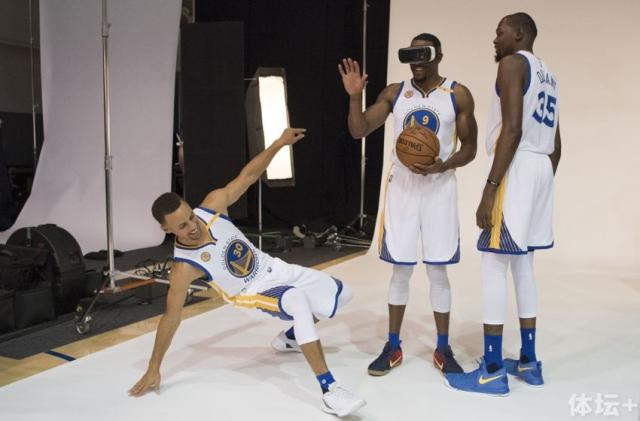 9568096-kevin-durant-andre-iguodala-stephen-curry-nba-golden-state-warriors-media-day-850x560.jpg
