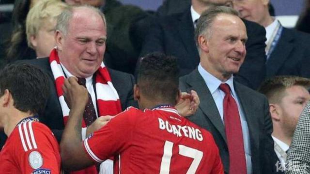 hoeness-li-nimmt-boateng-nach-dem-champions-league-sieg-2013-in-den-arm-.jpg