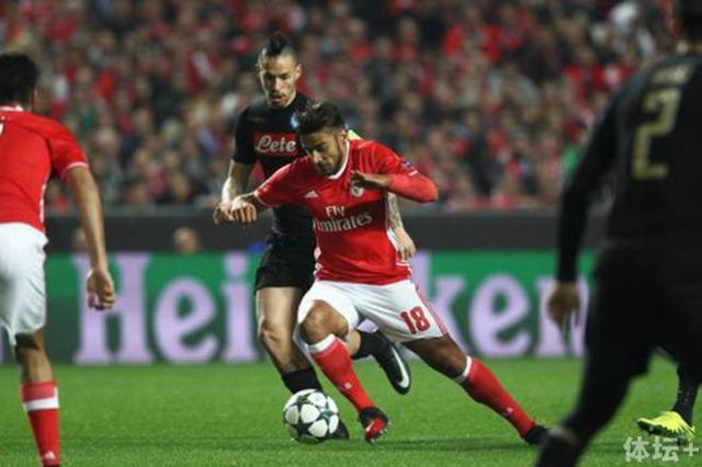 2016-12-06T201142Z_602836219_RC1DB208C000_RTRMADP_3_SOCCER-CHAMPIONS-SLB-NAP_mediagallery-article_副本.jpg