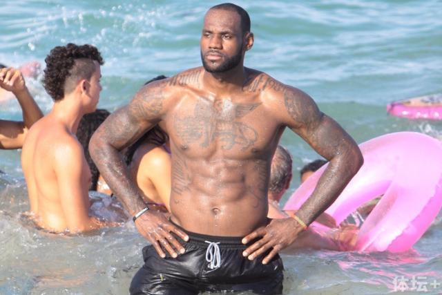 lebron-shirtless.jpg