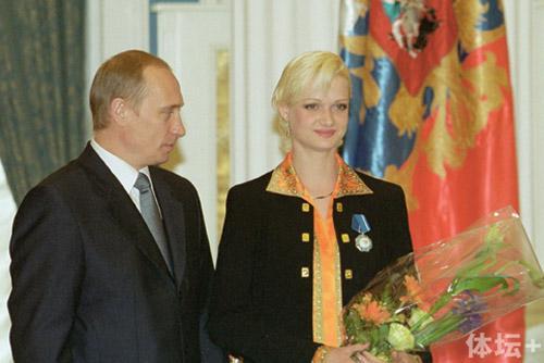 Vladimir_Putin_8_June_2001-2.jpg