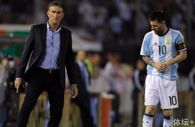 edgardo-bauza-lionel-messi-argentina-chile-eliminatorias-sudamericanas-2018_1q42w1d8gjr2o13h9btdy5zncf.jpg