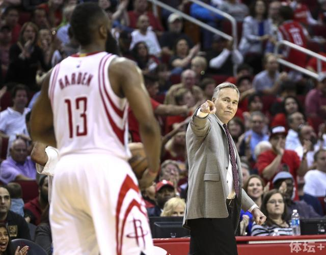 mike d'antoni points at james harden low res.jpg
