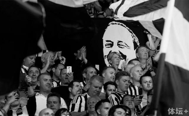 rafa-benitez-flag-fans-close-up-newcastle-united-nufc-bw-650x400.jpg