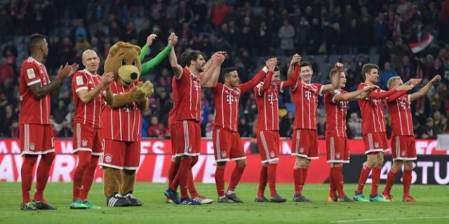 Bayern-players-celebrate-the-emphatic-win-over-Borussia-photo-tweeted-by-FC-Bayern-Munchen.jpg