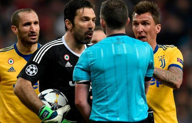180412082329-buffon-referee-super-tease_副本.jpg