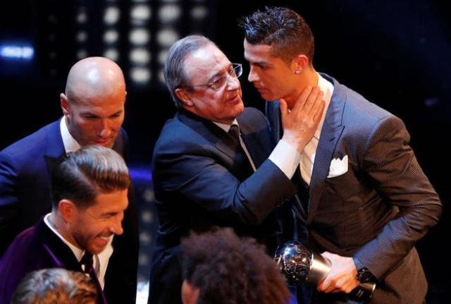 soccer-football-the-best-fifa-football-awards-london-palladium-london-britain-october-23-2017-real-madrid-s-cristiano-ronaldo-speaks-with-real-madrid-president-florentino-perez-after-winning-the-best-fifa-men-s-player-award-as-coach-zinedin.jpg
