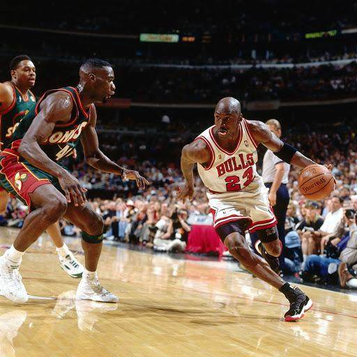 Playoffs-11s-worn-by-Michael-Jordan-1996-2.jpg