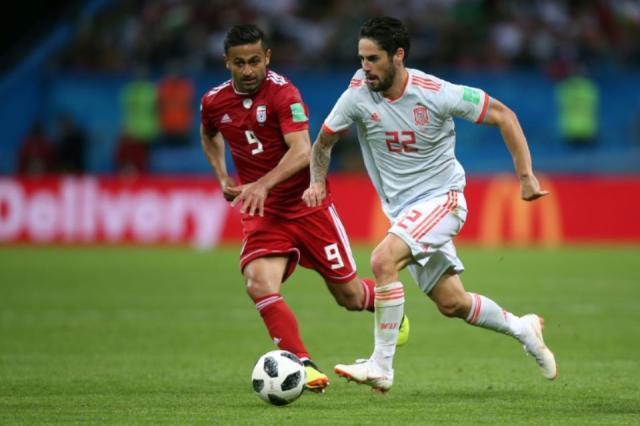 1134077-le-meneur-de-jeu-espagnol-isco-conduit-le-ballon-devant-l-iranien-omid-ebrahimi-le-20-juin-2018-a-ka.jpg