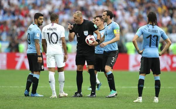 Nestor+Pitana+Kylian+Mbappe+Uruguay+vs+France+ZNcZuEhG1val.jpg