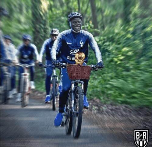 坎特,兴高采烈地带着世界杯回家!.png
