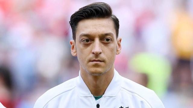 mesut-oezil-der-mittelfeldspieler-schied-mit-deutschland-in-der-vorrunde-aus-.jpg