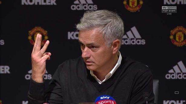 0_CKP_CHP_Jose-Mourinho-walks-out-of-press-conference_103JPG.jpg