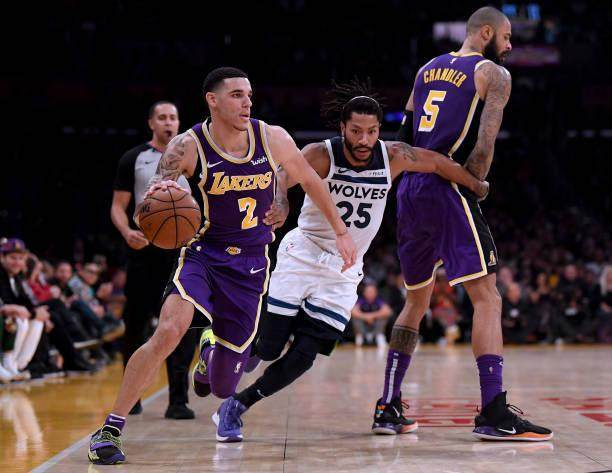 lonzo-ball-of-the-los-angeles-lakers-uses-the-pick-of-tyson-chandler-picture-id1059013428.jpg