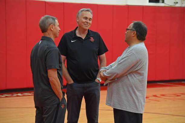 head-coach-mike-dantoni-of-the-houston-rockets-and-assistant-coach-picture-id1001222954.jpg