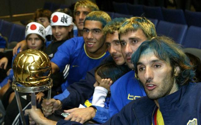 boca-celebrate-copa-intercontinental-2003-tevez-schiavi-abbondanzieri-cagna-cascini_1vy8mfch5mrwx19a44oj9019if.jpg