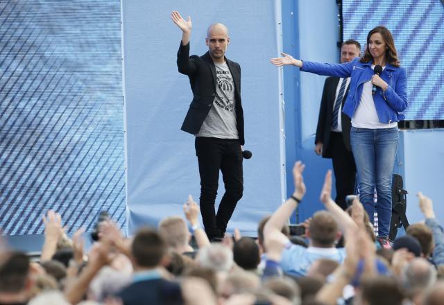 Pep-Guardiola-arrives-City-July2016.jpg