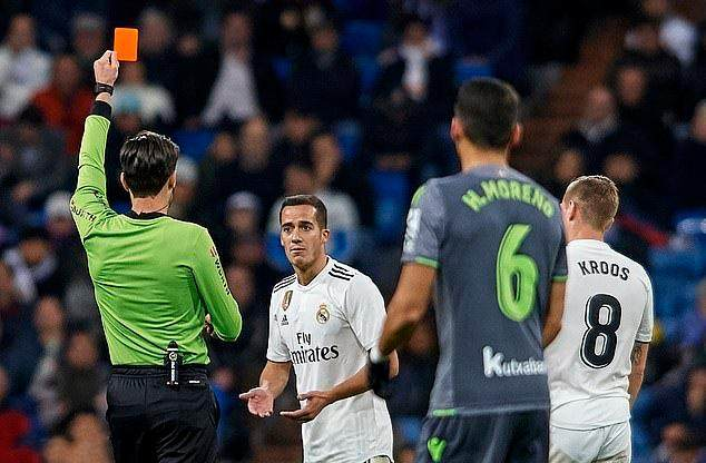 8189602-6562817-Lucas_Vazquez_was_sent_off_after_receiving_a_second_booking_for_-a-1_1546810812687.jpg