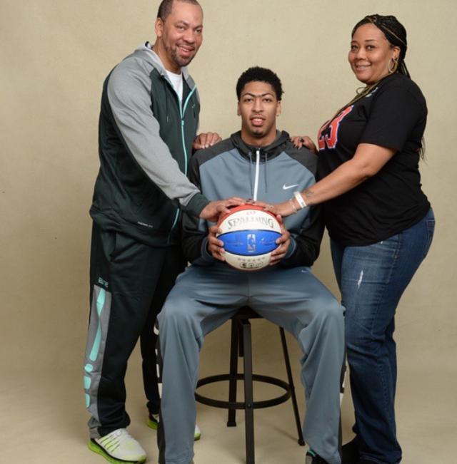 031015-SW-NBA-Anthony-Davis-Family-Mom-Dad.jpg