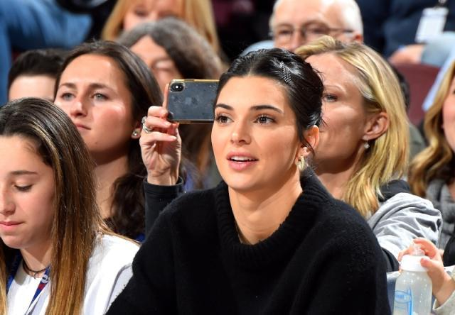 sixers-fan-creates-petition-to-ban-kendall-jenner-from-wells-fargo-center__689840_.jpg