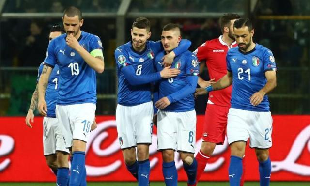 jorginho.italia.abbraccia.verratti.2018.19.750x450.jpg