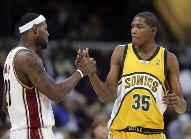 Durant-shakes-hand-with-James-LeBron-while-playing-for-the-Seattle-Supersonics-in-2008.jpg