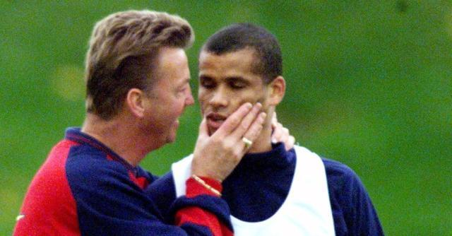 Rivaldo-left-Barcelona-as-Van-Gaal-in-came-as-Manager.jpg