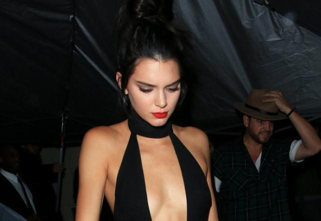 Kendall-Jenner-shows-chest-and-torso-on-her-20th-birthday-pic-1.jpg
