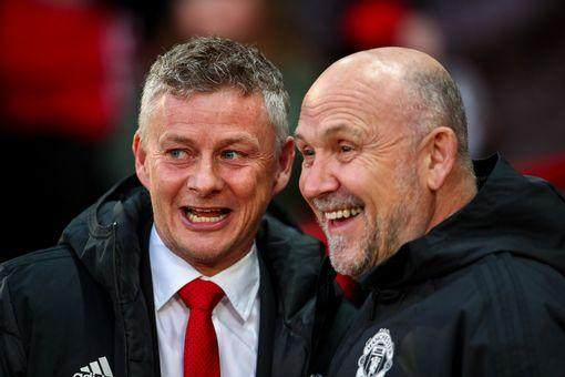 0_Mike-Phelan-and-Solskjaer.jpg