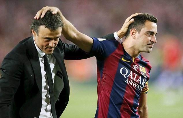 2936D69600000578-3105992-Xavi_right_celebrates_with_Barcelona_coach_Luis_Enrique_after_wi-a-27_1433169727630.jpg