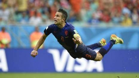 robin_van_persie_flying_header_holland_spain_2014_world_cup_gettyimages-450574706.jpg