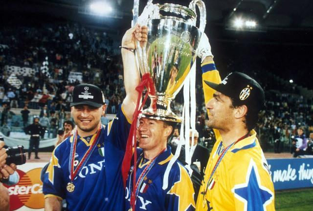 Juventus_FC_-_Champions_League_1995-96_-_Ravanelli,_Deschamps,_Rampulla.jpg