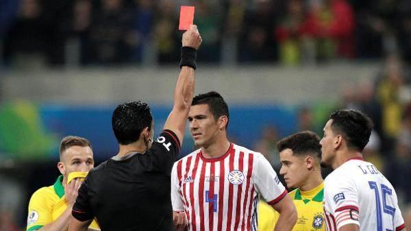 fabian-balbuena-recebe-cartao-vermelho-no-jogo-brasil-x-paraguai-pela-copa-america-1561687591379_v2_600x337.jpg